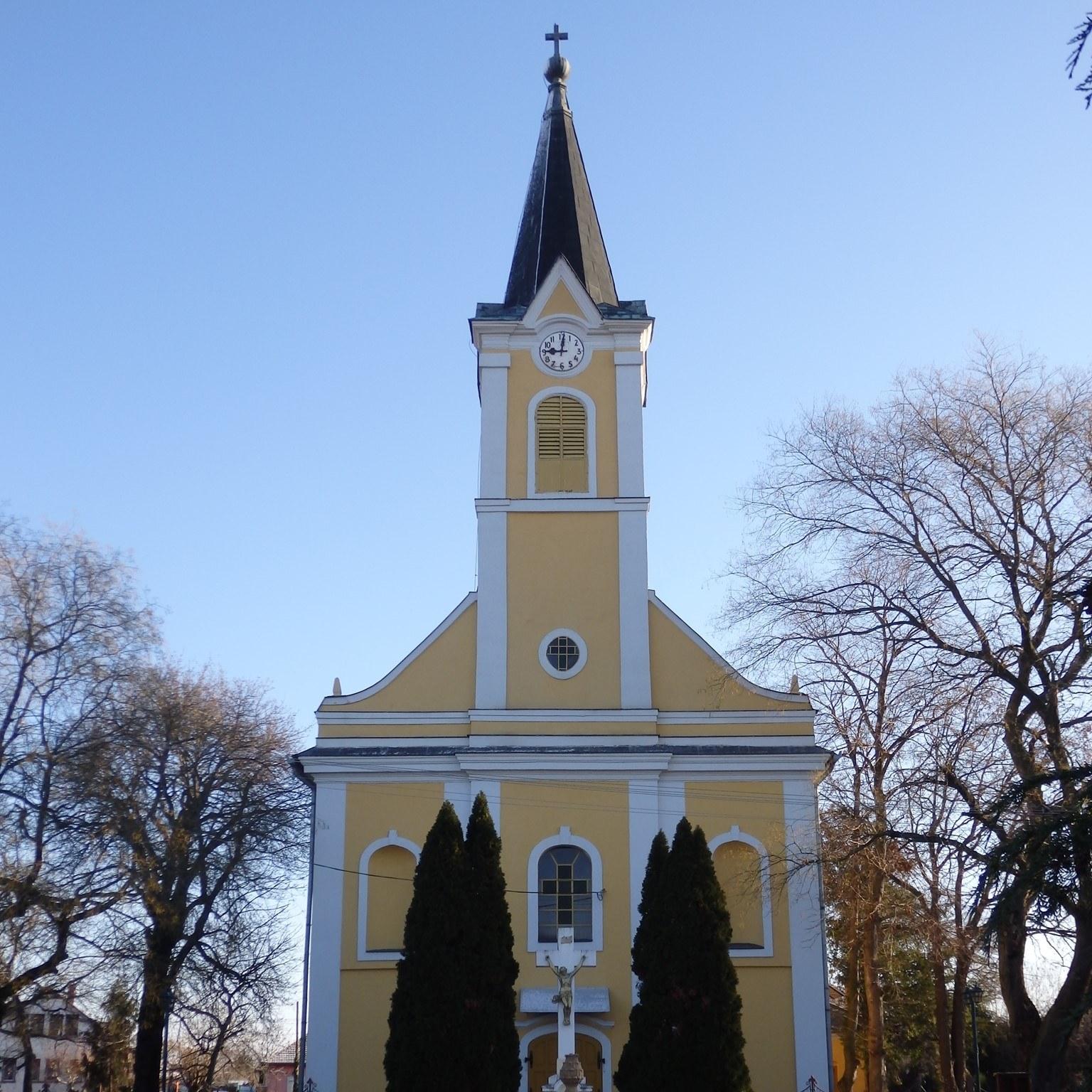 Bekesszentandras-Katolikus-templom.jpg