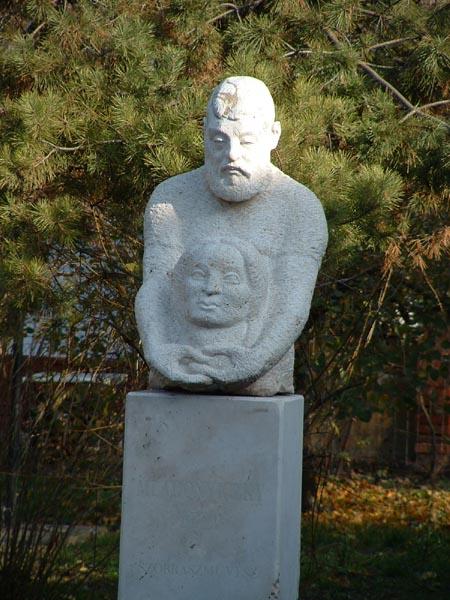 Bekesszentandras-Mladonyiczky-szobor.jpg