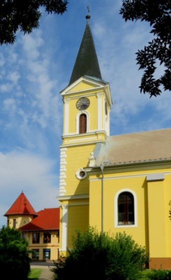 Jaszszentlaszlo-Szent-Laszlo-templom.jpg