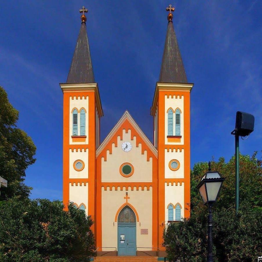 Tiszafoldvar-Katolikus-templom.jpg