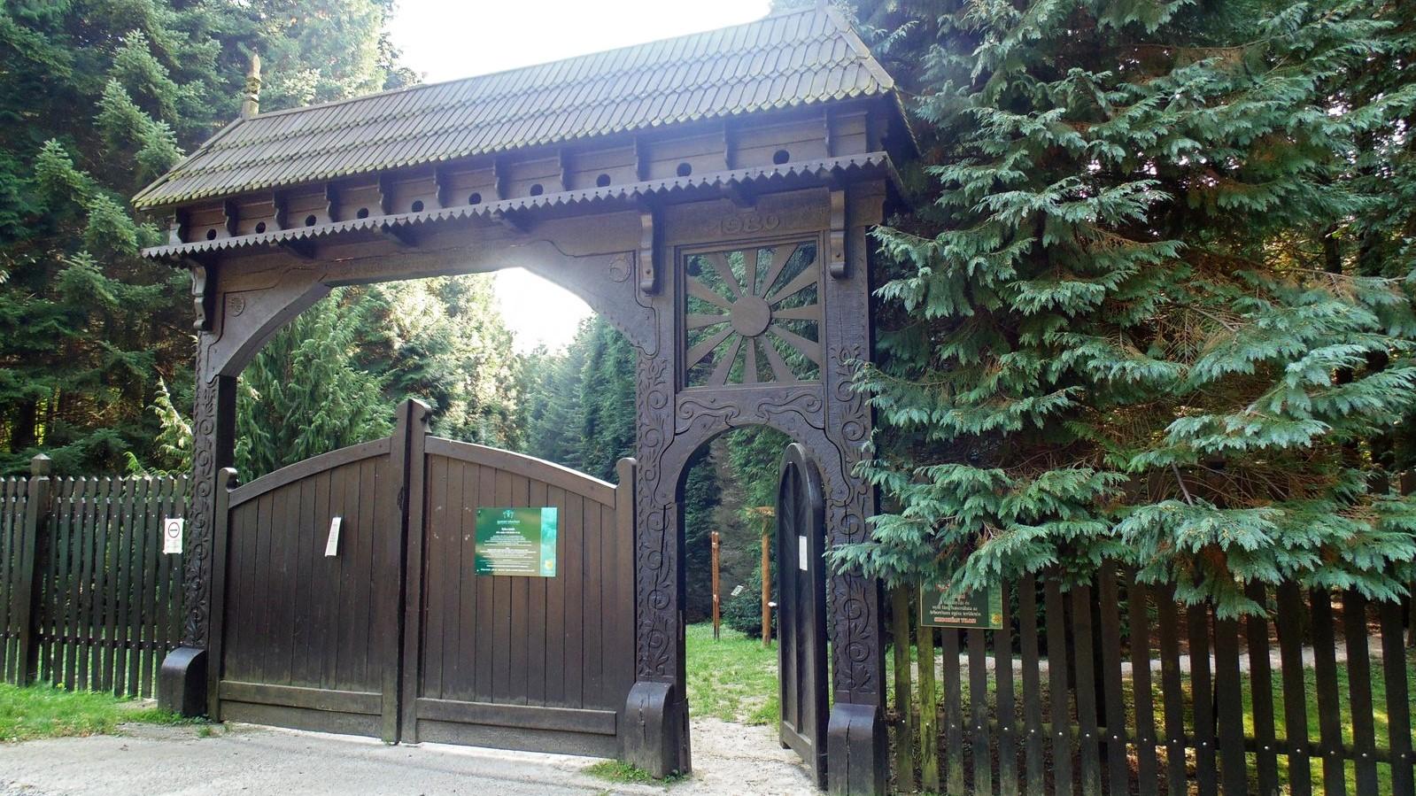 Tata_Agostyani_Arboretum_1.jpg