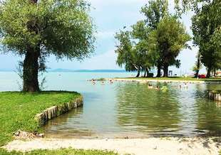 Balatonszarszo_Kozponti_strand.jpg