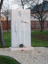 Bekesszentandras-Kossuth-szobor.jpg