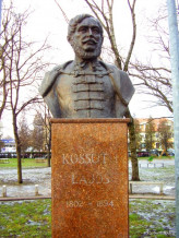 Bicske_Kossuth_szobor.jpg