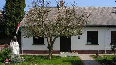 Dombovar_Fekete_Istvan_Muzeum.jpg