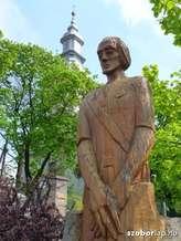 Kirandulastervezo-Erdobenye-Tanito-szobor.jpg