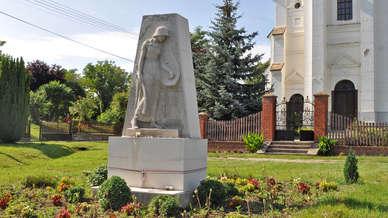 Kirandulastervezo-Hedrehely-Vilaghaborus-emlekmu.jpg
