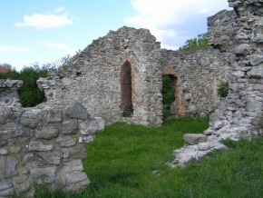 Kirandulastervezo-Mezokeresztes-Arpad-kori-templomrom-1.jpg
