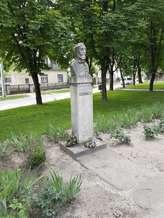 Kirandulastervezo-Pincehely-Vorosmarty-szobor.jpg