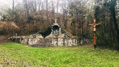 Pelifoldszentkereszt_Lourdes_i_barlang_1.JPEG