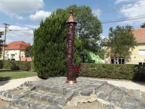 Tiszafoldvar-Aradi-Vertanuk-emlekoszlopa.jpg