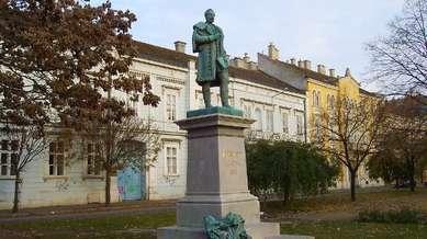 Vorosmarty-szobor.JPG